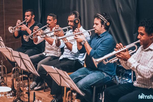 Estúdio de gravação, de Big Band. Speakin jazz.